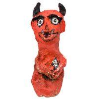 """Carla Gonçalves, """"Diaba Vermelha com Filho"""", 2017, Plástico, pasta de papel, tintas, 8x28x6cm"""
