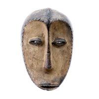 """Lega, """"Máscara"""", R. D. Congo, Séc. XX, Madeira, pigmento, 15x24x9cm"""