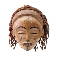 "Chokwe, ""Máscara Manu Pwo"", Angola, Séc. XX, Madeira, têxteis, 20x21x22cm"