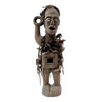 "Kongo, ""Nkisi Nkondi"", R. D. Congo, Séc. XX, Madeira, têxteis, ferro, 14x48x15cm"