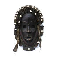 "Dan, ""Máscara"", Costa do Marfim ou Libéria, Séc. XX, Madeira, têxteis, conchas, 22x33x9cm"