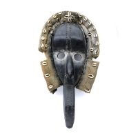 "Dan, ""Máscara"", Costa do Marfim ou Libéria, Séc. XX, Madeira, têxteis, conchas, 28x57x10cm"