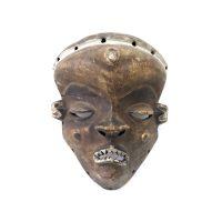 """Pende, """"Máscara Mbuya"""", R. D. Congo, Séc. XX, Madeira, pigmentos, 24x19x10cm"""