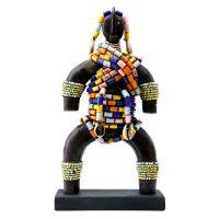 """Namji, """"Doll"""", Camarões, século XX, madeira, conchas, missangas, 14x27x10cm"""