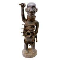 """Kongo, """"Figura Nkisi Nkondi"""", R. D. Congo, Séc. XX, Madeira, corda, pregos, 21x71x35cm"""