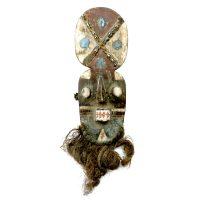 """Grebo, """"Máscara de Olhos Tubulares"""", Libéria, século XX, madeira, pigmentos naturais de cor, fibras vegetais, 21x70x14cm"""