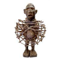 "Kongo, ""Figura Fetiche Nkisi Nkondi"", R.D. Congo, século XX, madeira, tecido, pregos, 17x30x14cm"