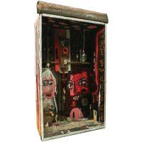 """""""Sem título"""", assemblage de objectos vários sobre caixa, 54x90x23cm"""