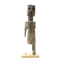 Figura Aklama, Adangbe, Gana, Séc. XX, madeira, pigmentos, 5x22x4cm – REF CCAK20-012