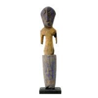 Figura Aklama, Adangbe, Gana, Séc. XX, madeira, pigmentos, 4x22x3cm – REF CCAK20-017