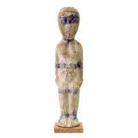 Figura Aklama, Adangbe, Gana, Séc. XX, madeira, pigmentos, 8x30x6cm – REF CCAK20-002