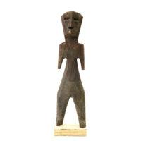 Figura Aklama, Adangbe, Gana, Séc. XX, madeira, pigmentos, 5x21x2cm – REF CCAK20-021