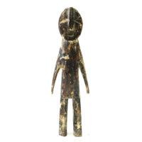 Figura Aklama, Adangbe, Gana, Séc. XX, madeira, pigmentos, 6x21x3cm – REF CCAK20-022