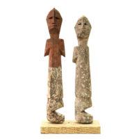 Figura Aklama (par), Adangbe, Gana, Séc. XX, madeira, pigmentos, 4x22x2cm+4x20x2cm – REF CCAK20-037