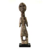 Figura Aklama, Adangbe, Gana, Séc. XX, madeira, pigmentos, 5x22x4cm – REF CCAK20-044