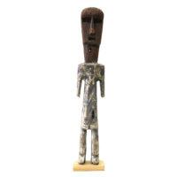 Figura Aklama, Adangbe, Gana, Séc. XX, madeira, pigmentos, 4x26x3cm – REF CCAK20-005