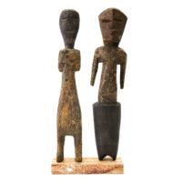 Figura Aklama (par), Adangbe, Gana, Séc. XX, madeira, pigmentos, 5x21x3cm+4x20x2cm – REF CCAK20-060