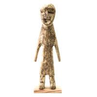 Figura Aklama, Adangbe, Gana, Séc. XX, madeira, pigmentos, 7x22x4cm – REF CCAK20-088