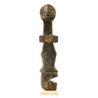 Figura Aklama, Adangbe, Gana, Séc. XX, madeira, pigmentos, 5x23x2cm – REF CCAK20-087