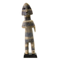 Figura Aklama, Adangbe, Gana, Séc. XX, madeira, pigmentos, 6x20x3cm – REF CCAK20-085