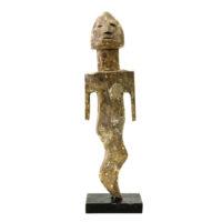 Figura Aklama, Adangbe, Gana, Séc. XX, madeira, pigmentos, 6x21x3cm – REF CCAK20-083