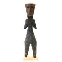Figura Aklama, Adangbe, Gana, Séc. XX, madeira, pigmentos, 5x21x2cm – REF CCAK20-068