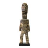 Figura Aklama, Adangbe, Gana, Séc. XX, madeira, pigmentos, 6x24x3cm – REF CCAK20-008