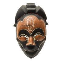 Máscara Ritual Ngoin, Bamum, Grasslands - Camarões, Século XX, madeira, pigmentos, contas, 26x38x16cm – CC17-642