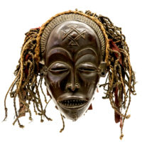 Máscara Mwana Pwo, Chokwe, R.D. Congo ou Angola, Séc. XX, madeira, fibras naturais, 28x26x19cm – CC20-148