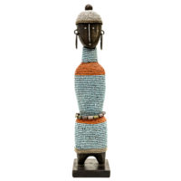 Boneca de Fertilidade, Namji, Camarões, Séc. XX, madeira, contas, metal, 8x35x8cm – CC20-137