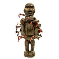 Nkisi Nkondi, Kongo, R.D. Congo ou Angola, Séc. XX, madeira, pregos, têxteis, 16x31x15cm – CC20-140