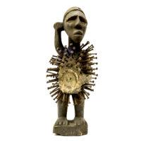 Nkisi Nkondi, Kongo, R.D. Congo ou Angola, Séc. XX, madeira, pregos, vidro, 13x30x13cm – CC20-119