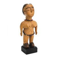 Figura Gemelar Venavi Feminina, Ewe, Gana, Séc. XX, madeira pintada, contas, 9x20x6cm – Ref CCT21-026