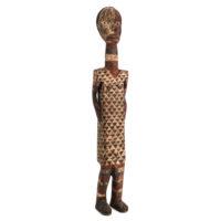 Maqueta de Sarcófago de Homem, Ngata (Ntomba), R.D. Congo, Séc. XX, madeira, pigmentos, 10x55x10cm – Ref CCT21-062
